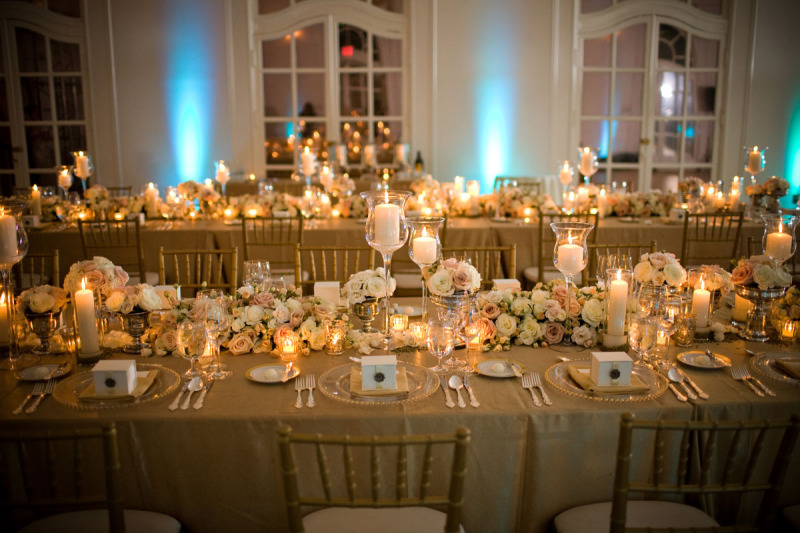 goldweddingreceptiontablescapesdinnerparty1jpg Centerpieces like that