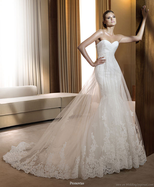 Gown for sale Pronovias Finisterre