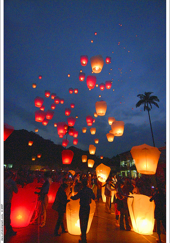 sky-lanterns-for-your-wedding-in-france.jpg